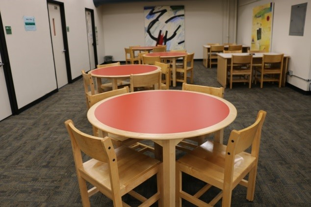 Bright round tables with chairs
